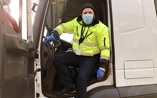 Delivery-driver-wearing-mask
